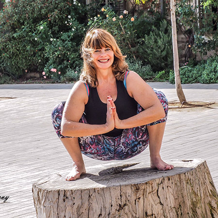A pose that stretches the thighs, ankles, back and neck, strengthens the pelvis and joints, tones the abdominal muscles and aids in digestion and metabolism. Energetically, the pose has a calming effect and calms the body and the mind.