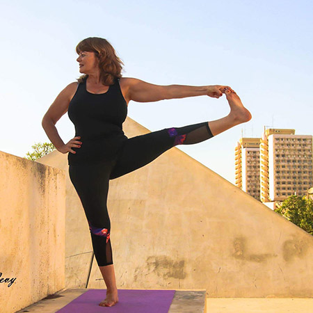 An advanced balancing pose that strengthens the legs, thighs, waist, back, abdomen and improves flexibility. The pose teaches us to find our balance and stability in changing environments, thereby giving us a sense of stability, empowerment and confidence.